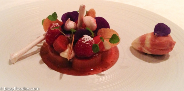14 - Rhubarb dessert - GästeHaus Erfort