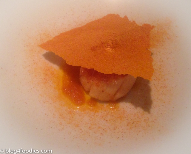 Scallops with different tomato textures
