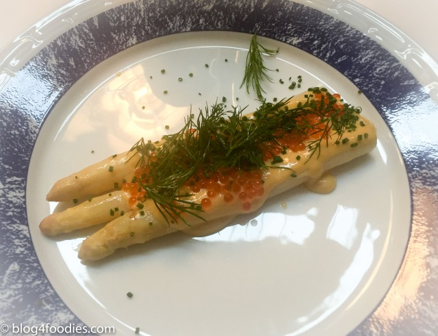 White asparagus from Gotland with browned butter hollandaise sauce, salmon roe, dill salad